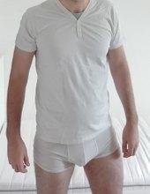 V bílém