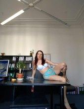 Verunka v kanceláři.. :)