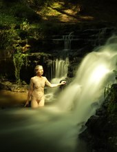 Akty u vodopadu
