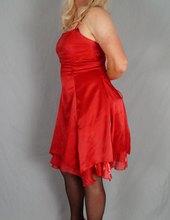 Červené šaty + podvazky