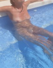 Na dovči u bazénu II