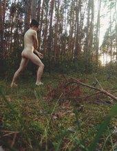 V lese s mečem.
