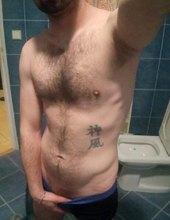 před sprchou