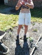 Práce na zahradě bez