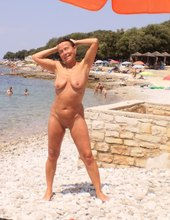 Nahá na pláži