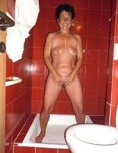 Veselá v sprche