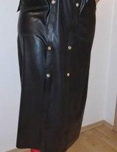 latexový kabát