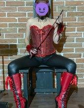 Lady Trissia a slave Chilli
