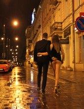 miasto noca z przewodnikiem :)