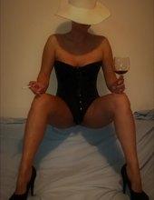opuštanje uz čašu crnog vina