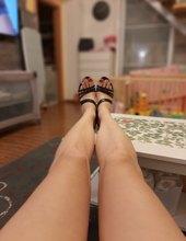 Blondýna s dlouhýma nohama 2