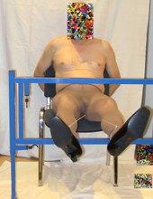 gefesselt auf dem Stuhl