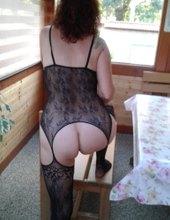 nahá oblečená