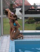 Hrátky na bazénu