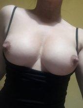 Přírodní prsa hotwife