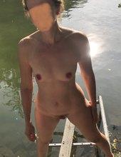 naposledy nahá v řece
