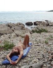 Předváděčka na pláži - I.