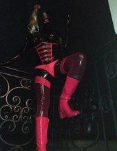 Latexová  Michaela v černém