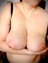 krásně postříkaný prsa