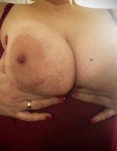 Milf big tits😘