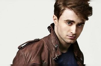 Daniel Radcliffe: Erekci ve filmu jsme fingovali dřevěným kolíkem