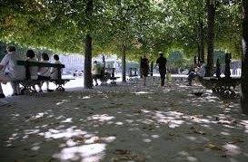 V parku uprostřed Paříže se můžou milovníci nahoty pohybovat zcela bez oblečení