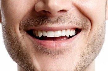 Muži, kteří si nečistí zuby, trpí mnohem častěji poruchou erekce