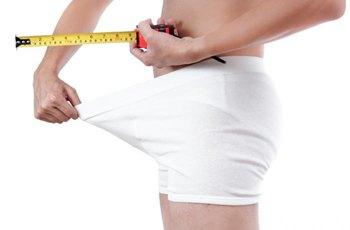 Penis se mezi třicátými a šedesátými narozeninami zmenší zhruba o centimetr