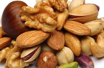 Hrst mandlí, vlašských a lískových ořechů denně zvýší počet i kvalitu spermií