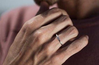 Brit chce prsten ze svého spermatu jako památku na vasektomii