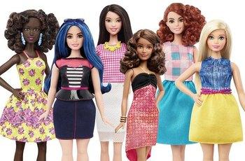 Ruský obchod s hračkami prodává transgender panenku s penisem a varlaty