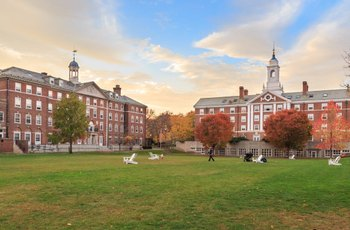 Harvardova univerzita: Náhodný sex? Bez spermatu, bez líbání a s rouškou!