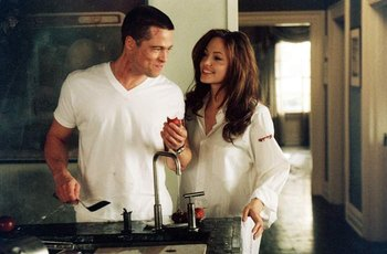 Angelina si před erotickou scénou v Mr. & Mrs. Smith sundala kalhotky, tvrdí její bodyguard
