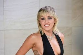 Miley Cyrusová v nové písni přiznává, že v posteli s bývalým často předstírala orgasmus