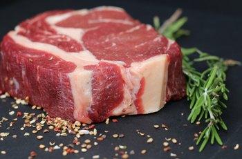 Muži konzumující červené maso, uzeniny a ztužené rostlinné tuky mají častěji poruchu erekce