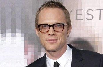 Paul Bettany: Režisér Příběhu rytíře mi k Vánocům dal všechny scény s mým penisem