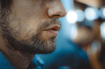 Nejlepší sex zažívají ženy nejčastěji s tmavookými vousáči