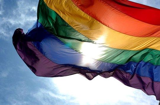 Papež podepsal dekret zakazující katolické církvi posvěcovat sňatky homosexuálů