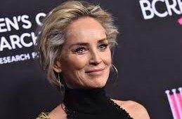 Sharon Stoneová: Zvětšili mi prsa bez mého vědomí!