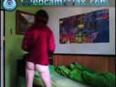 Carrla vstává z postele